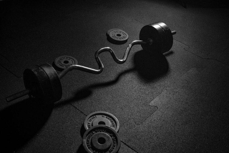 Langhantel mit Gewichten-1